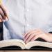 会社案内パンフレットの著作権はどうなる?外注制作と著作権の関係